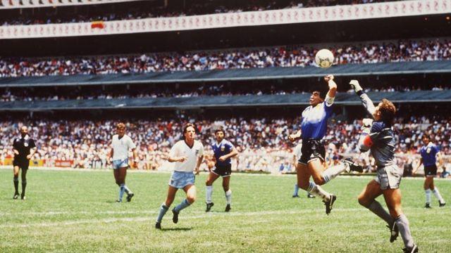 «Sueño con marcarle otro gol a los ingleses, con la mano derecha»: Maradona