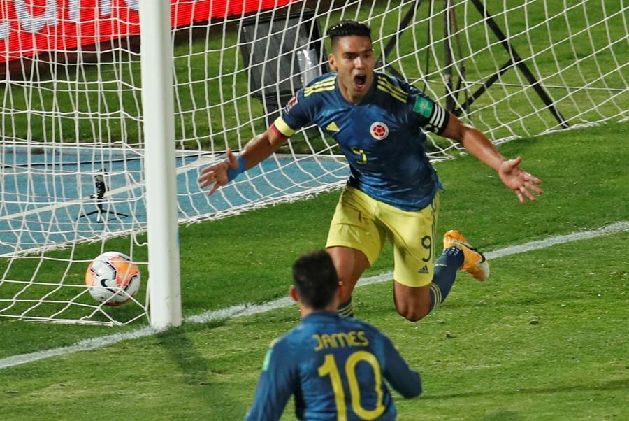 Sufriendo y metiendo, Colombia sacó un punto en Chile