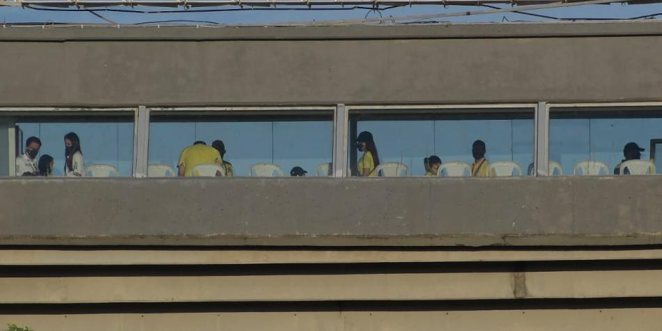 Ahí están pintados: Federación de Fútbol camufló hinchas en el estadio de Barranquilla