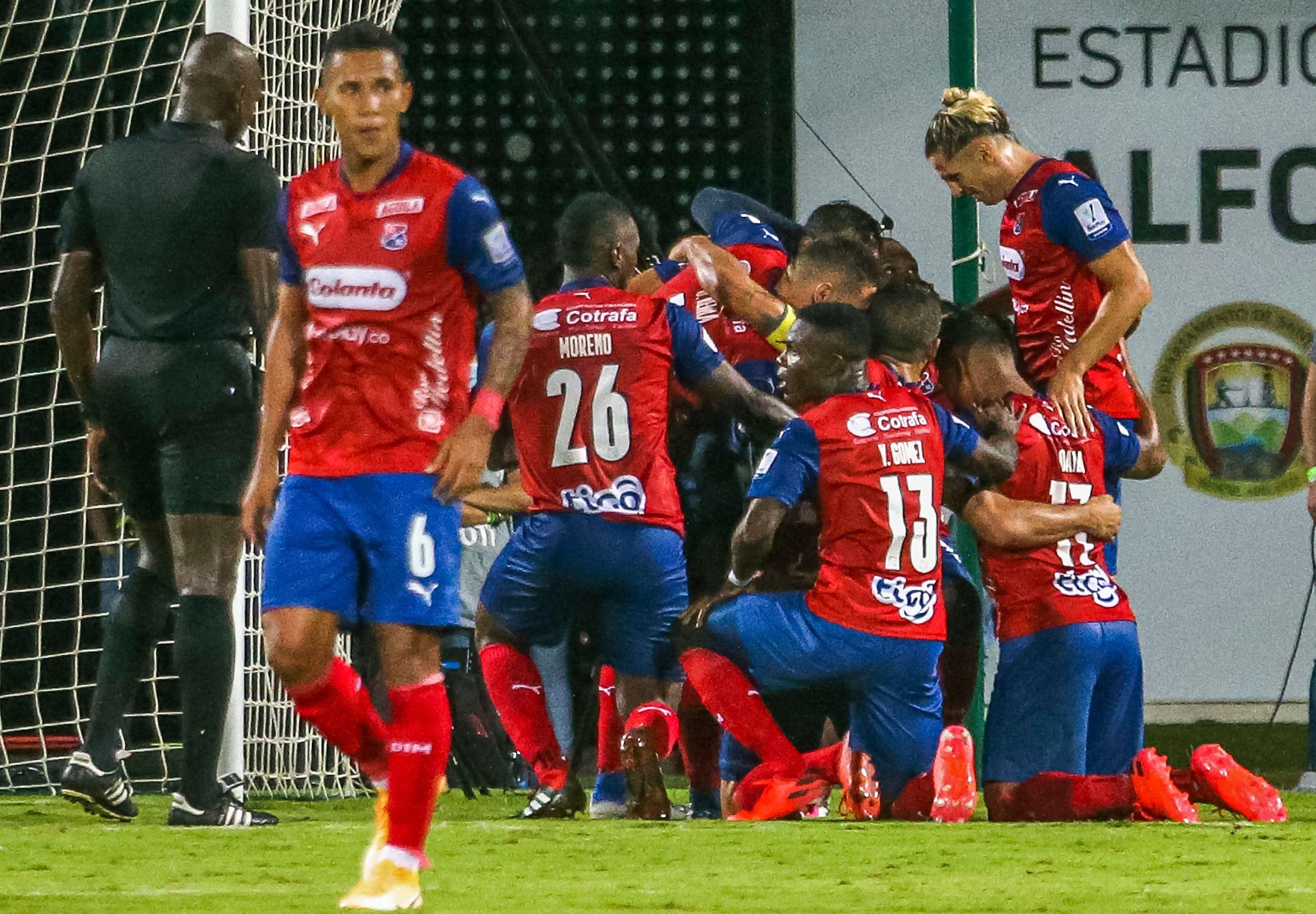 Agustín Vuletich y otro partido para ganarse a la hinchada del Medellín