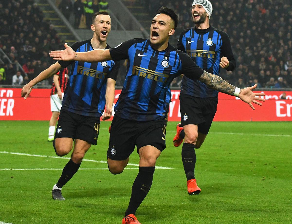El Inter golea al Milán y se afianza en el liderato