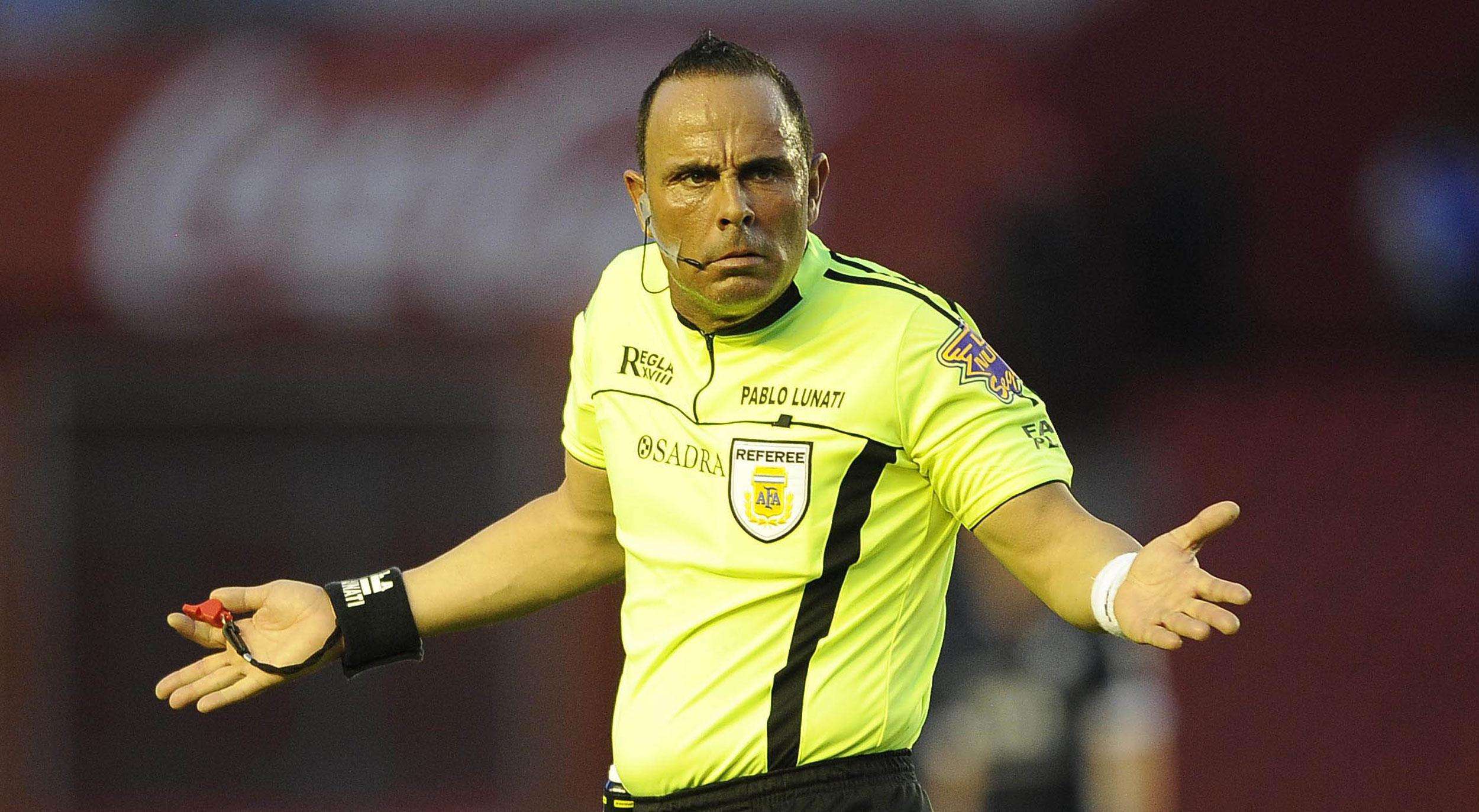 Exárbitro argentino destroza al fútbol colombiano