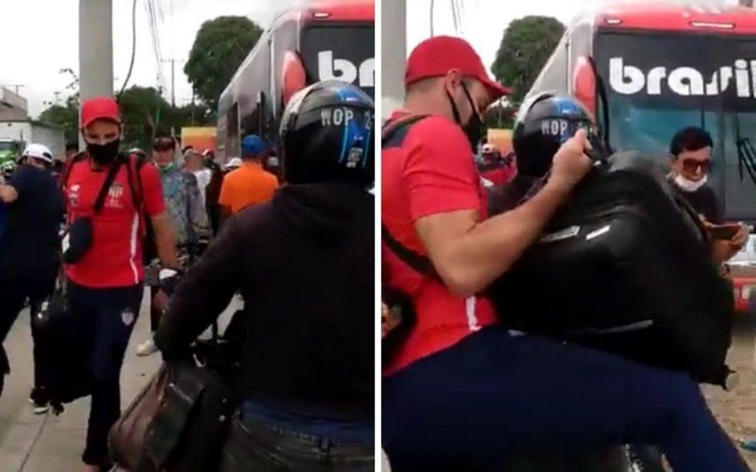 EN MOTO TAXI LLEGÓ EL JUNIOR AL AEROPUERTO DE BARRANQUILLA